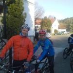 Opp på sykkel med ledsager André