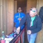 Smøring av ski sammen ledsager Eivind